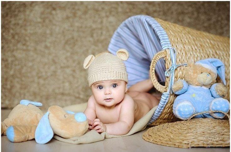 Детские вязанные шапочки на новорожденных