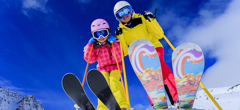 1384970274_29_skiing-small