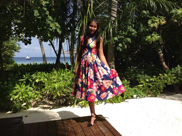 платье с большими цветами