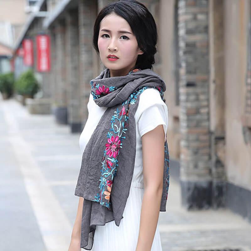 девушка платок из вискозы