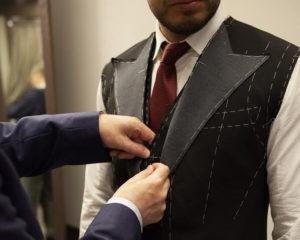 примерка мужского костюма